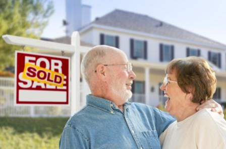 Happy Couple Sold Home Fast for Cash